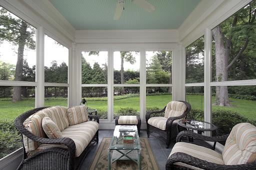 Aísle o encierre la terraza o porche cerrado al aire libre